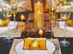 Glittering Fall Table Setting and Centerpiece Ideas. #thanksgiving #thanksgivingtable #tablescape