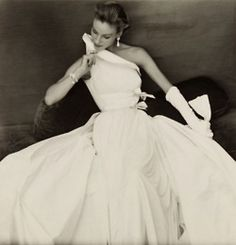 'I wanted to be a sculptor. For me, it's the same thing to work the fabric or the stone' Madame Gres – Madame Grès, La Coutur. Glamour Vintage, Vintage Beauty, Vintage Vogue, Madame Gres, Moda Fashion, 1950s Fashion, Vintage Fashion, Parisian Fashion, Classy Fashion