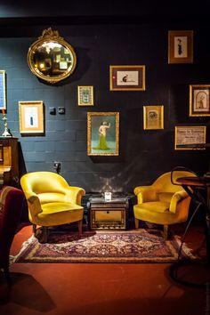 Situé près des Champs-Elysées, le Blaine Bar est un vrai bar caché, aucune chance que vous passiez par hasard et que vous vous arrêtiez pour entrer