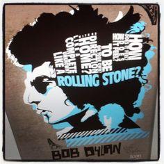 Dylan na Rocker!! www.modarocker.com.br #rocker #likearollingstone #bobdylan folkrock #design #modarocker #poster #mugs #quadros #canecas #camisetas #chinelos #mousepad #folkrock #anos60