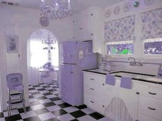 I am in love with this kitchen!!