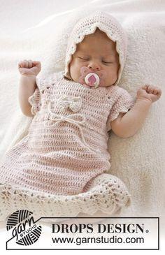 Beth / DROPS Baby 25-16 - Vauvan ylhäältä alas virkattu viuhkakuvioinen raglanmekko lyhyillä hihoilla DROPS BabyAlpaca Silk -langasta. Koot 0-4 v.