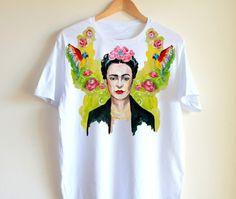 Esta espectacular camisa pintada a mano: | 24 Bellos productos inspirados en Frida Kahlo que querrás comprar ahora mismo