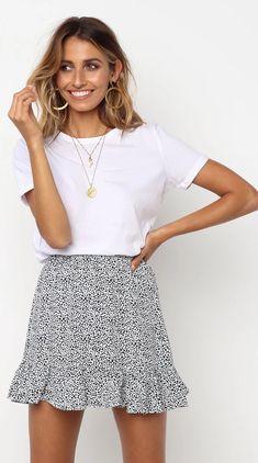 Weißer Leopard Minirock – Jassie Line White Mi … – Outfits… White leopard mini skirt – Jassie Line White Mi … – outfits White Skirt Outfits, White Skirts, Mini Skirts, Summer Skirts, Mini Dresses, Dress Outfits, Summer Dresses, Cool Summer Outfits, Cute Casual Outfits