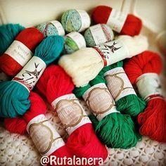 Esto es lo que ha supuesto la #RLoporto  . De tres tiendas apuntadas finalmente sólo existían dos pero a cuál más bonita  . He hecho fotitos de ambas para ponerlas en el blog a la vuelta  . #oporto #lanasportuguesas #yarn #wool #tejedorasviajeras #tiendastesoro #knit #crochet #tejer #ganchillo