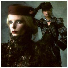 Photo Brian Duffy - Biba models, 1973 Barbara Miller and Jean Shrimpton Biba Fashion, Seventies Fashion, 60s And 70s Fashion, Fashion Mag, Fashion Prints, Vintage Fashion, Trendy Fashion, Barbara Hulanicki, Brighton Museum