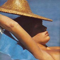 de Inspiration Patti Hansen finding some shade, Mike Reinhardt Scanned by hfwg. European Summer, Italian Summer, Summer Dream, Summer Of Love, Summer Beach, Summer Colors, Summer Feeling, Summer Vibes, Bikini Babes