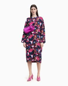 The Varjoinen dress is made of viscose crepe in the Pilvipuutarha pattern. The dress has a back button closure at the neck, a detachable belt and a long hem slit at the left side seam. Normal Body, Marimekko, Long Toes, Coat Dress, Textile Patterns, Body Measurements, Body Shapes, Red And Pink, Designer Dresses