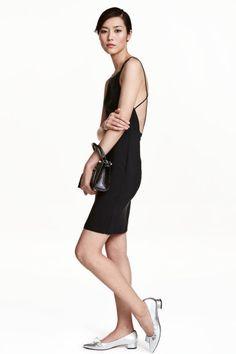 Ujjatlan pántos ruha - Fekete - NŐI   H&M HU