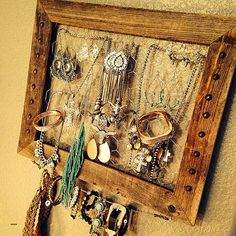 Western home decor diy: diy western jewelry holder. Western Jewelry, Gothic Jewelry, Western Style, Jewelry Holder Wall, Jewelry Box, Necklace Holder, Jewelry Case, Wooden Jewelry, Jewelry Accessories