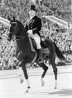Abscent, caballo Akhal Teké ganador del Prix de Doma en las Olimpiadas de 1960 en Roma.