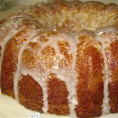 Bun Cake I Honey Bun Cake! One of my favorites! One of my favorites! Honey Bun Cake, Honey Buns, Köstliche Desserts, Delicious Desserts, Dessert Recipes, Food Cakes, Cupcake Cakes, Cupcakes, Diet Cake