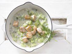 Schnell gemacht, gesund und lecker! Lachs-Gurken-Pfanne - mit Dill und Anislikör - smarter - Kalorien: 358 Kcal - Zeit: 20 Min. | eatsmarter.de