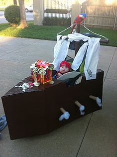 Turn a Stroller into a Pirate Ship for Halloween by Shanna at The French Tulip I would be very impressed seeing this coming down the s. First Halloween Costumes, Family Costumes, Family Halloween, Holidays Halloween, Halloween Fun, Pirate Costumes, Halloween Projects, Stroller Costume, Cardboard Pirate Ship