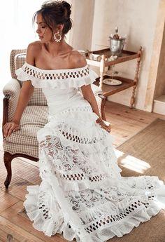 "Grace Loves Lace""Princess Eugenie has a beautiful feminine figure and a playful sense of style. - Courtesy of Grace Loves Lace Grace Loves Lace, Mode Hippie, Mode Boho, Boho Wedding, Wedding Gowns, Lace Weddings, Bridal Dresses, Hippie Wedding Dresses, Wedding Engagement"