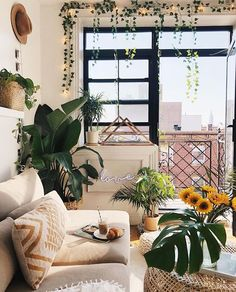Cute urban outfitters inspired New York apartment living room | uploaded by @cozychloe