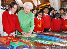 In December 2006, Queen Elizabeth II contributed to a nativity collage made by schoolchildren at Southwark Cathedral in London.