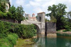 Sauveterre de Béarn : le pont de la légende et la tour