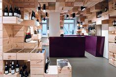 La Galerie du Vin à Zurich, boutique. Un peu plywood à notre goût, mais quels beaux volumes!