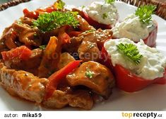 Chilli nudličky z krkovice s tzaziky recept - TopRecepty.cz Chicken Wings, Meat, Food, Essen, Meals, Yemek, Eten, Buffalo Wings