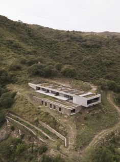Gallery of FM House / alarciaferrer arquitectos – 5 – House Architecture Green Architecture, Residential Architecture, Contemporary Architecture, Architecture Design, Contemporary Houses, Pavilion Architecture, Organic Architecture, Contemporary Design, Earth Sheltered Homes