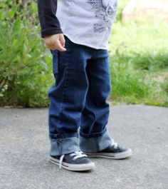 I put together a little tutorial for my new favorite upcycle: jeggings to toddler jeans. This is only slightly more involved than the 20 Minute Sweats; in fact, you could skip the attached waistband and just go with the fold over and elastic and voila! You'd have 20 Minute Jeans!...