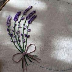 Günaydın Güzel ve serin günleriniz olsun... . . . #lavanta #nisanlik #nişantepsisi #nakış #nakis #brezilyanakışı #rokoko #crossstich #handmade #hobby#hobimalzemeleri #ceyiz#ceyizlistesi #bebek #bebekpanosu #10marifet #embroidered #elişi #kanavice #çiçek #nisanbuketi Silk Ribbon Embroidery, Embroidery Jewelry, Embroidery Art, Lavender Bags, Thread Painting, Cut Work, String Art, Bargello, Elsa