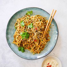 This healthy Beef Chow Mein with Chinese Cabbage is a sure crowd pleaser. It's a super quick and easy dinner that the whole family can enjoy and great way to use up leftover beef mince. I love using thin hokkien noodles but you could also rice instead. Healthy Chow Mein Recipe, Healthy Mummy Recipes, Easy Healthy Dinners, Clean Eating Recipes, Beef Recipes, Cooking Recipes, Recipies, Savoury Recipes, Noodle Recipes
