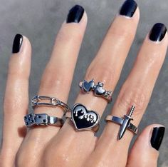 Grunge Accessories, Grunge Jewelry, Funky Jewelry, Hand Jewelry, Gothic Jewelry, Cute Jewelry, Nate Gossip Girl, Aesthetic Rings, Aesthetic Style