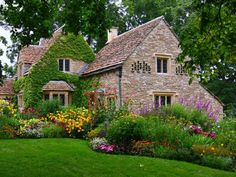 A cottage garden style can be the right choice for a colorful country landscape.