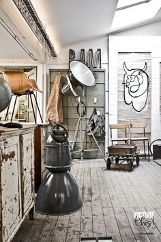 Cage Free Studio-Space: Engaging, useful, historical.these are the studio design goals for a creative agency. We really like to confluence of studio lighting and rugged welcome of the vintage wood in this semi-industrial studio space. Industrial Living, Industrial Interiors, Rustic Industrial, Industrial Furniture, Industrial Kitchens, Atelier Loft, Vintage Stil, Vintage Wood, Loft Style