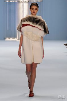 Photo feat. Taylor Hill - Carolina Herrera - Autumn/Winter 2015 Ready-to-Wear - new york - Fashion Show | Brands | The FMD #lovefmd