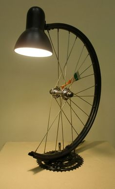 Lamp from a bicycle wheel Schoolboy .- Лампа из колеса велосипеда Школьник Lamp from a bicycle wheel Schoolboy - Diy Home Crafts, Diy Home Decor, Desk Lamp, Table Lamp, Diy Furniture, Furniture Design, Creation Deco, Metal Art, Light Fixtures