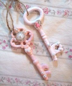 rosecottage.quenalbertini: Old keys embellished