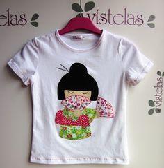 Vístelas. Camiseta kokeshi infantil