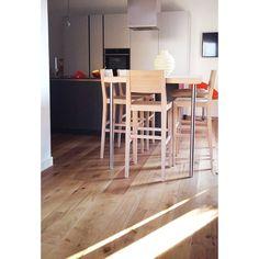 Abitazione privata - Oximoro Ermitage Renoir hard wood flooring by Skema Wood Flooring, Hardwood Floors, Hard Wood, Good House, Renoir, Houses, Gallery, Kitchen, Table