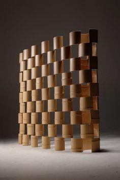 The Bamboo – パーティション: 有限会社スペースマジックモンが手掛けたリビングルームです。