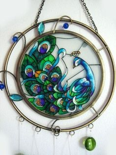 ⊰❁⊱ Mandala ⊰❁⊱ ༺♥༻ Pavo Real ༺♥༻ Peacock Stained Glass Windchime Totally want something like this in the master bathroom! Stained Glass Birds, Stained Glass Suncatchers, Stained Glass Designs, Stained Glass Projects, Stained Glass Patterns, Stained Glass Windows, Fused Glass, Glass Wind Chimes, Mosaic Glass