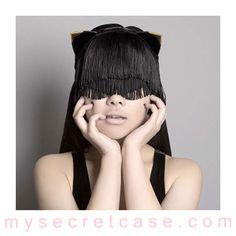 Gold Tip Miss Kitten Mask è una maschera della linea di accessori di lusso di Fräulein Kink