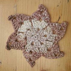Superschön und praktisch: Wiedervewendbares Waschpad fürs Gesicht aus 100%ige Baumwolle. Vermeidet Wattepadmüll und dergleichen.. super schnell gehäkelt und langlebig #müllvermeidung #diy #gesichtsreinigung #liveconciously #crochet #baumwolle #Handarbeit #handmade #melohäkelt #häkelliebe Burlap Wreath, Super, Throw Pillows, Instagram Posts, Home Decor, Fast Crochet, Handarbeit, Cotton, Nice Asses