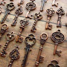 The Rannoch Collection - Skeleton Key Charm Assortment in COPPER - Set of 36 Keys - SET No. 3 via Etsy