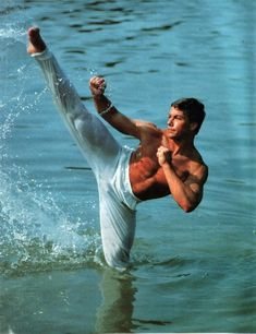Jean Claude Van Damme working out in the ocean. size photo re print on gloss paper of the iconic martial artist. Van Damme, Artist Film, Athletic Supporter, Martial Artist, Tough Guy, Hollywood Actor, Muay Thai, Wonderful Images, Karate