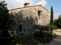 Lost in Arles: Charming cabanon rental in the Luberon