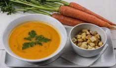 Velouté de Carottes : La saison des carottes se termine chez mon maraîcher et j'en profite à fonds. Râpées, Vichy en purée avec de bonnes pommes de terre et du beurre frais ou dans un délicieux velouté….rien ne lui résiste. Je vous propose donc cette recette de velouté de carottes que j'avais trouvé sur le site Udrive mais que […] Carrot And Coriander Soup, Carrot Soup, Pumpkin Soup, Pumpkin Recipes, Roasted Tomato Basil Soup, Roasted Tomatoes, Side Dishes Easy, Side Dish Recipes, Bachelor Recipe