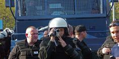Kontrola osobista wymaga od policjantów zachowania szeregu reguł, o których często zapominają. Obywatel ma tu liczne uprawnienia, o których warto wiedzieć.