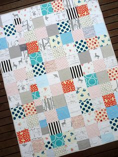 That skinny row of squares on the left makes a grid look more sophisticated #quilt