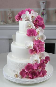 Something like this but ombrey from purple to blue on the cake and a swirl of orchids (less than shown) Round Wedding Cakes. Something like this but ombrey from purple to blue on the cake and a swirl of orchids (less than shown) Orchid Wedding Cake, Orchid Cake, Round Wedding Cakes, Floral Wedding Cakes, Elegant Wedding Cakes, Beautiful Wedding Cakes, Gorgeous Cakes, Wedding Cake Designs, Pretty Cakes