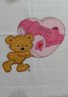Fralda cor-de-rosa 100%algodão com ursinho e caixa de bombons. Procura princesa com quem partilhar os doces  #encomendas #umtoquedeamorebomgosto