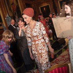 HH Sheikha Moza views British artists' work at Windsor Castle in...