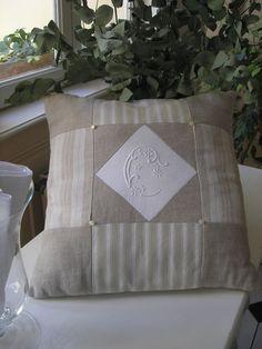 Shabby chic pillows diy cushions Ideas for 2020 Shabby Chic Throw Pillows, Shabby Chic Pillows, Shabby Chic Cards, Diy Pillows, Cushions, Wool Pillows, Shabby Chic Bedroom Furniture, Shabby Chic Bedrooms, Vintage Nursery Decor